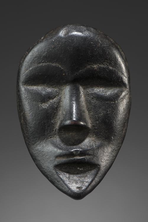 Masque diminutif  Dan. Côte d'ivoire Bois H : 10 cm